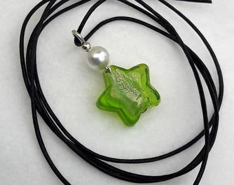 Murano glass beads pendant with bead on leather strap