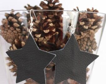 """Star"" earrings in black imitation leather"