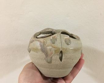 Open-to-interpretation Pot