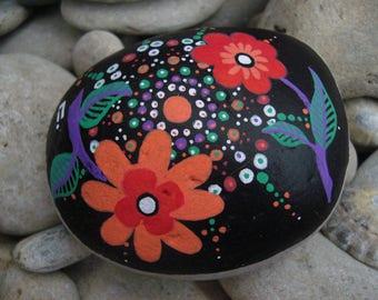 Galet peint fleurs esprit 70's