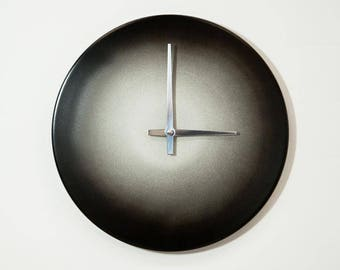 Black and White Quartz Clock