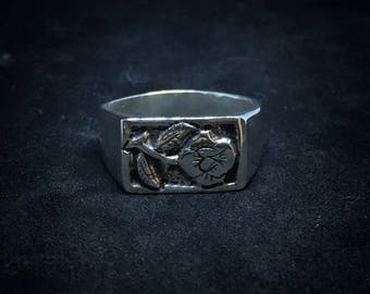 Ring engraved with Rose