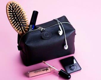 Makeup organizer Leather makeup bag Bridesmaid gift Toiletry bag Zip travel bag Makeup case Makeup storage Leather makeup case