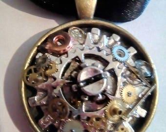 Bronze cabachon pendant. Timepiece cogs theme.
