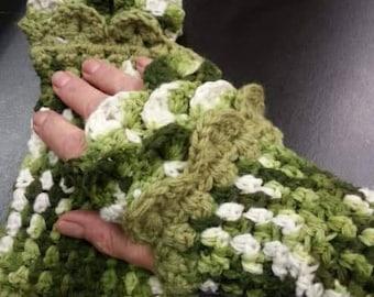 FREE SHIP Dragon scale  crocheted fingerless gloves