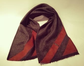 LEATHER BUSINESS SCARF