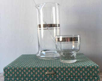 Vintage 1960s Dorothy Thorpe Style Mid Century Modern Martini Shaker, Stirrer and SIX Pedestal Low Balls