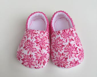 Pink flower baby booties, slippers, crib shoes, shoes
