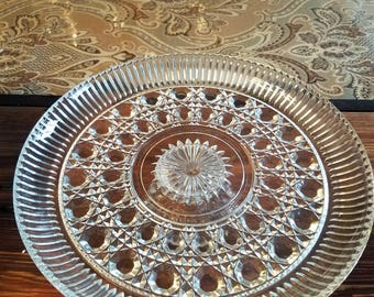 Glass serving plate or cake plate