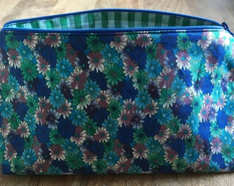 Cosmetic MAKE UP BAG Blue & Green Daisy Design