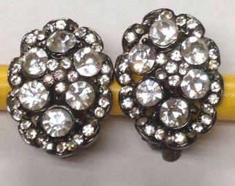 Vintage clip on rhinestone earrings.