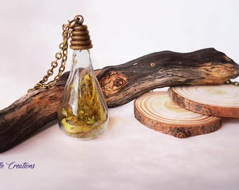 Vial pendant, terrarium with dried flowers