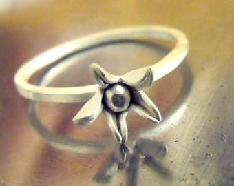 Sterling Silver Stacking Floral Star Blum Ring - Bridal/Wedding Jewelry- flower silver ring size I, US 4 1/4