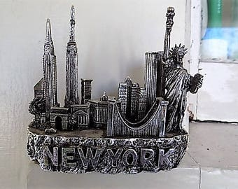 Vintage New York City Souvenir Metal Paper Weight City Skyline Twin Towers