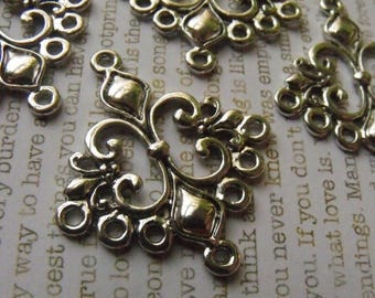 SALE 30% Off Fleur de Lis Connectors Antique Silver Pendants 6 Pcs