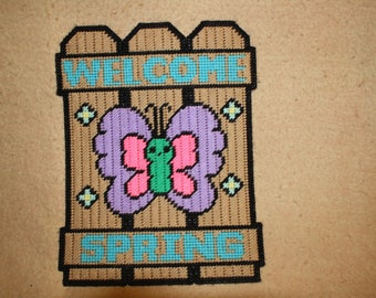 Welcome Spring fence wall hanging