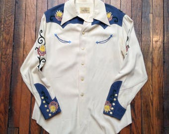 Vintage LADIES VAQUERO rare western snap shirt with chainstitch flower embroidery rayon gabardine cowboy gift