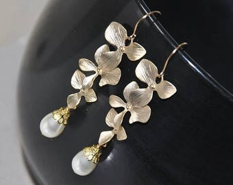 Bridal Earrings,  Pearl Earrings,  Gold Earrings,  Swarovski Pearls,  Gold Filled Eear Wires,  Wedding Jewelry,  Fashion Jewelry