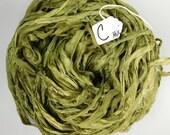 Sari de soie ruban, recyclé le ruban de Sari de mousseline de soie, ruban mousseline de soie vert Lichen, ruban de sari vert, clair ruban vert