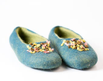 Womens slippers handmade in tale green color, Hand embroidered wool slippers with recycled sari silk ribbon