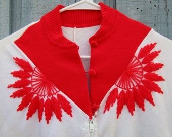 Vintage Embroidered Floral Knit Fringed Poncho// Red White// One Size// emmevielle