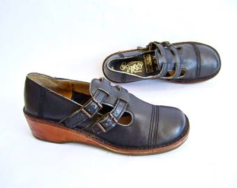 vintage 1970s NAVY blue leather MARY janes double t strap buckle shoes wooden wedge PLATFORM school girl preppy womens 6 1/2 7 lolita