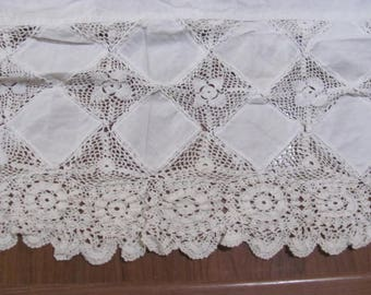 OLder Lacy Bed Skirt, Twin Bed So Shabby and so Cottage Chic, French Country