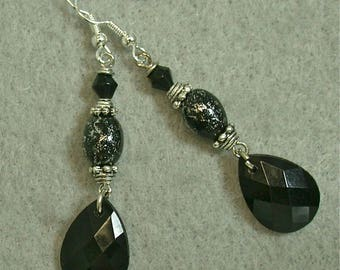 Vintage Lucite Black Faceted Teardrop Drop Dangle Earrings,Vintage Black Silver Japanese Splatter bead,Silver french ear wires