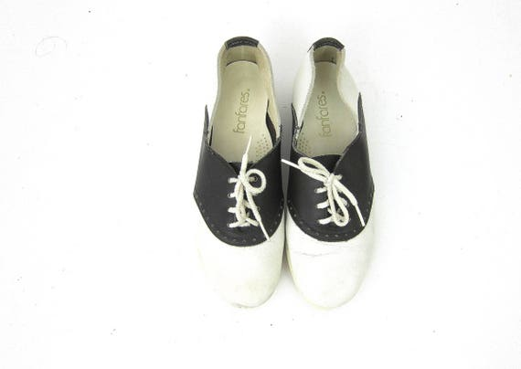 Vintage black and white saddle shoes Preppy Hipster Indie Girl Vintage Lace Up Leather Shoes Retro Women's Rockabilly Shoes Size 8