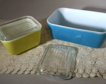 Mid Century Pyrex Refrigerator Dishes with Lids Blue, Yellow, 501B, 502B, Vintage 3B1053