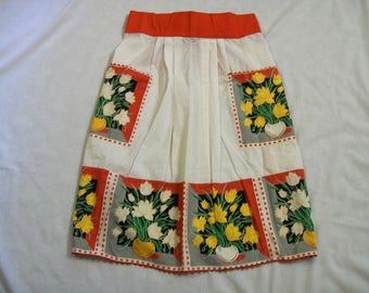Vintage Apron, Red and White Aprons, Vintage Aprons, Apron with Flowers, yellow and white daffodils, Kitchen Apron, Fancy apron