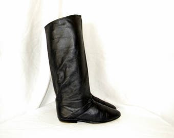 Sz 7 Vintage Tall black leather 1980s women flat slouch boots.