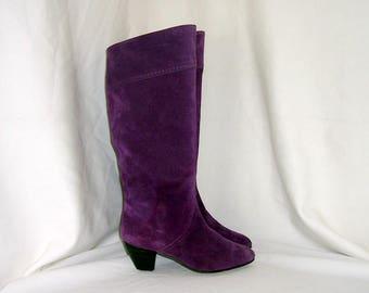 Sz 5.5 Vintage tall purple suede 1980s women stack heel walking boots.