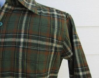 Excellent  Vintage 70s  60s Green Wool Plaid Short Sleeve Shirt Medium M