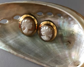 Vintage Natural Cameo GF Screwback Earrings