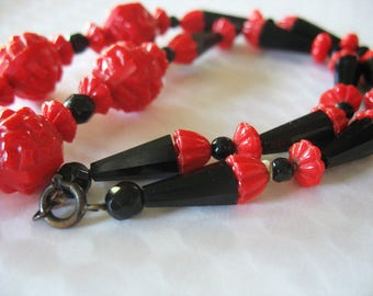 Glass Beaded Necklace, Art Deco, Czech, Red, Black, 1940s, Textured, 17 inches, Lipstick Red, Rockabilly, Pin up girl