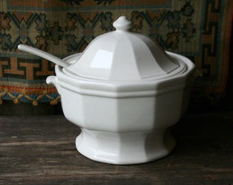 Vintage White Ironstone Soup Tureen / Clay / Pottery /USA MADE/ Wedding/ Serving/ Chinese New Year