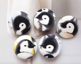 Lovely Black and White Winter Antarctic Emperor Penguin-Handmade Fabric Covered Buttons(1.1 Inches, 5PCS)