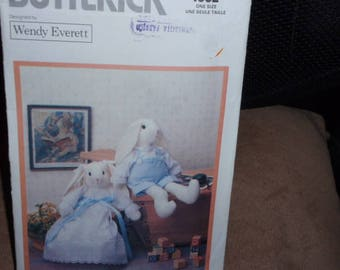 """Butterick 4682  Designer Wendy Everett  20"""" Victorian Rabbits Dolls Body and Clothes"""