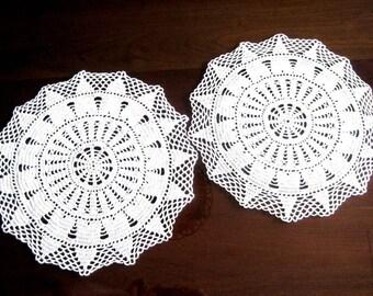 Doily HAND CROCHETED Lace Dresser Runner Bureau Scarf Cotton Tablecloth Creamy Star Duo