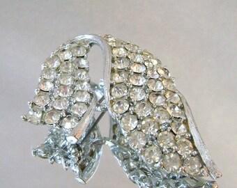 SALE Vintage Rhinestone Swoop Brooch. Lisner.  Rhodium Plated Silver Swoop Rhinestone Pin.  Wedding Brooch.