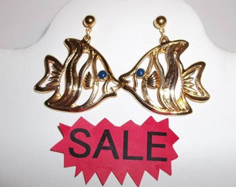 Vintage Kissing Fish Dangle Drop Earrings Gold with Blue Stones Costume Jewelry Design Dangle Ocean Life Animal Retro Pair Set wvluckygirl
