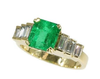ON SALE High quality Colombian emerald ring - French estate ring Emerald 2.34 ct baguette cut diamonds 0.56 ct - 1980 - 18 kt yellow gold