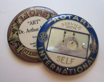 2 vintage button badges - LIONS International and ROTARY International