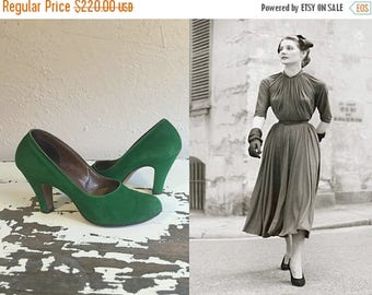 WW2 ENDS SALE Stopping All Traffic - Vintage Late 1940s Emerald Green Suede Nubuck Leather Pumps Shoes Heels - 6.5B