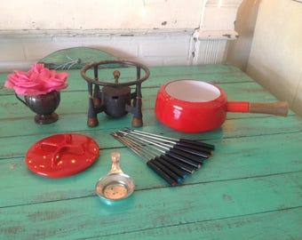 DANSK RED FONDUE Pot and Stand / Mid Century Modern Dansk enamel fondue pot with iron and teak footed stand / Free forks at Retro Daisy Girl