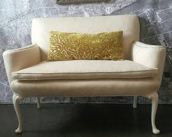 Settee banquette vintage french country Queen Ann victorian off white damask