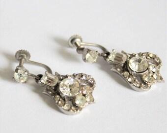 Vintage clear crystal earrings.  Screw back earrings.  Drop earrings.  Vintage jewellery