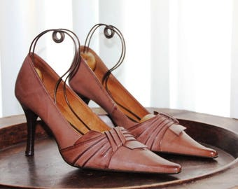 Stiletto Shoes Vintage Stiletto Shoes made of brown worn leather Vintage Shoes Stiletto Pointed toe pumps Size 5.5 US / 37 European