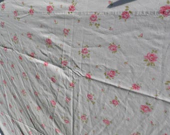 Springmaid twin flat sheet floral sheet white background with roses and rosebuds in  pinks with green leaves scattered over the sheet